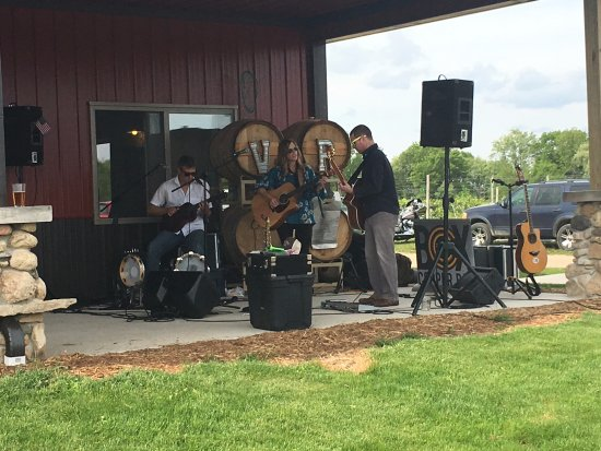 Ripon, WI: Live Music outside