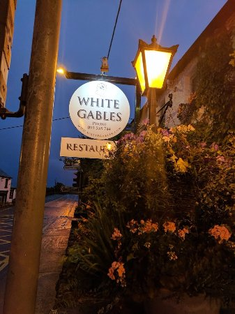White Gables Restaurant: Front