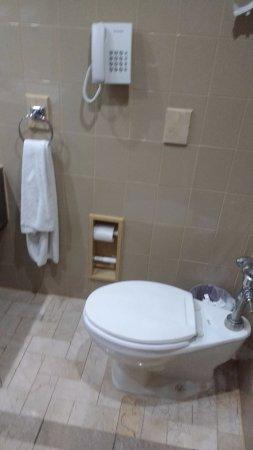 Sevilla Palace: WC con teléfono, jajaja