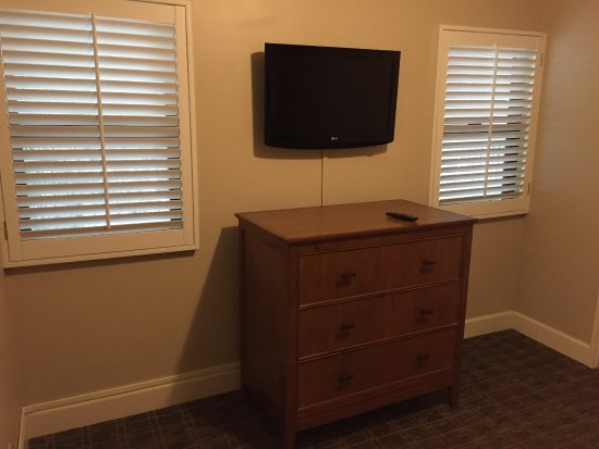 Outrigger Royal Sea Cliff : 2nd bedroom tv