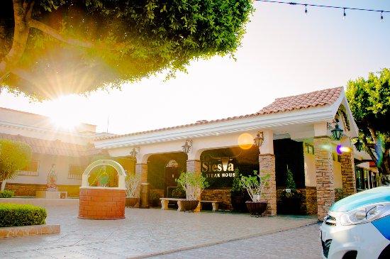 La mejor experiencia en confort, arte culinario y descanso la encuentras en La Siesta. ¡Visítano