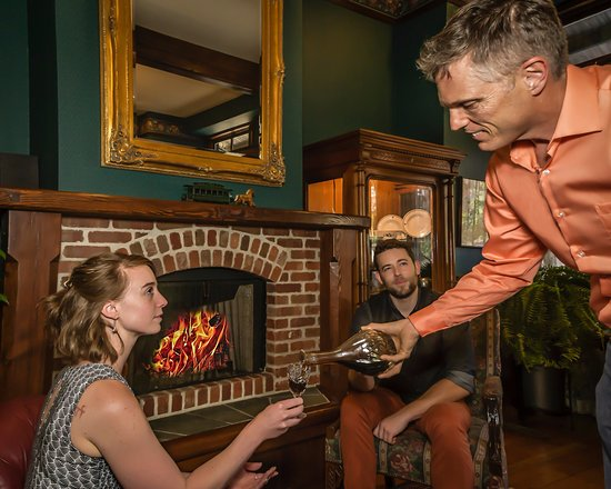 The Peerless Hotel: Sherry service around the fire