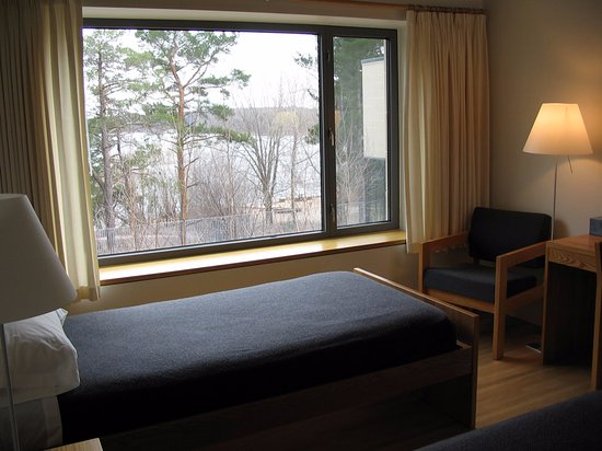 Collegeville, Миннесота: Double room, upper level overlooking the terrace and Lake Sagatagan.
