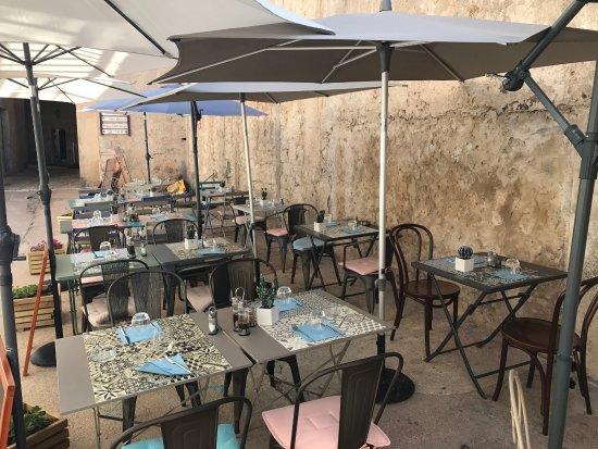 Libertas bonifacio restaurant reviews phone number for Restaurant bonifacio port