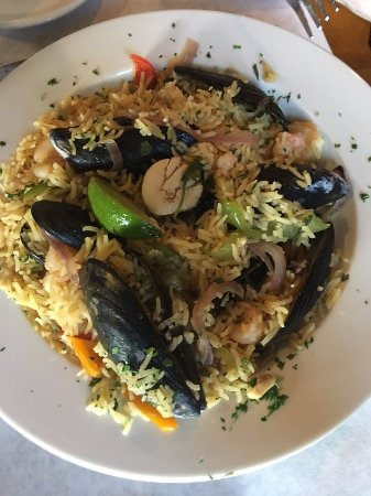 Hamilton, VA: Seafood Paella - huge portion and delicious!