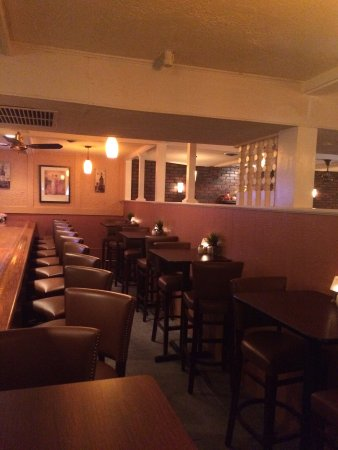 Greenville, RI: There is a nice comfortable bar to have drinks, appetizers, sandwiches or dinner