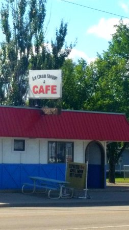 Carrington, ND: Front of Cafe