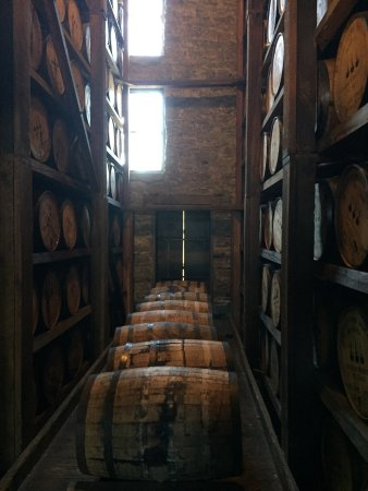 Versailles, KY: Fantastic tour and really impressive how Woodford has maintained their historical process.   The