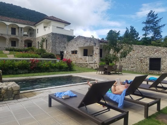Los Mandarinos Boutique Spa & Hotel Restaurant: Comfortable warm pool with great view!