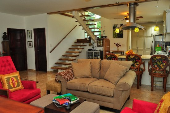 Nuevo Arenal, Costa Rica: Living room area