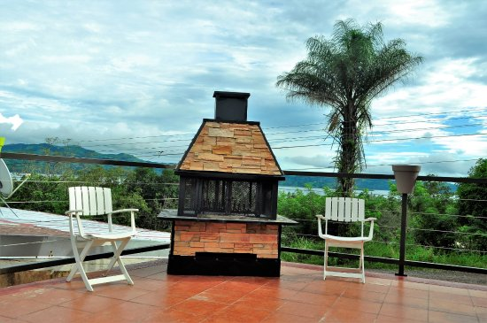 Nuevo Arenal, คอสตาริกา: Terrace, fireplace and view