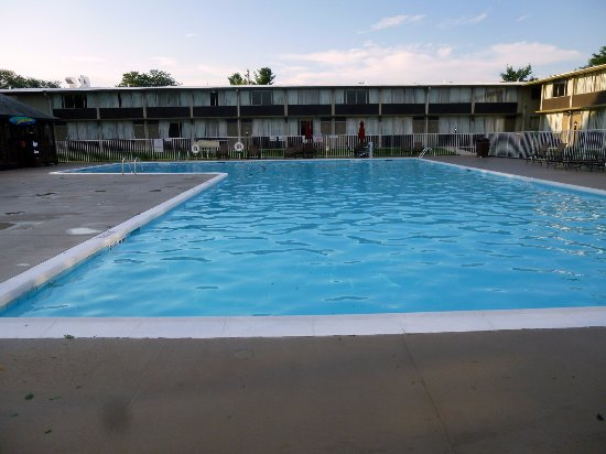 Best Western Lehigh Valley Hotel & Conference Center: The pool was huge!