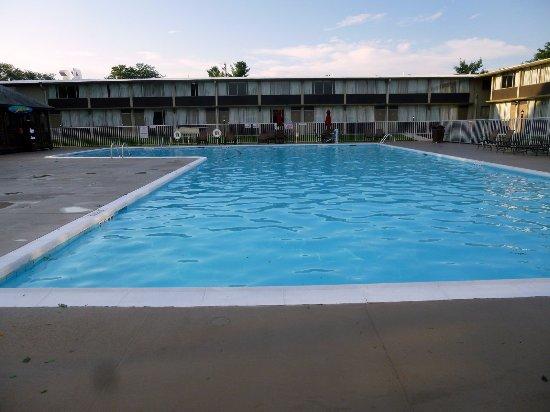 بست ويسترن ليهاي فالي هوتل ومركز مؤتمرات: The pool was huge!