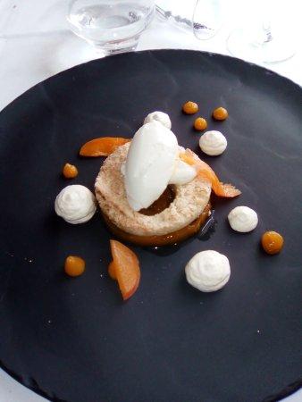 Vallieres-les-Grandes, France: Nougat de Tours revisité , crème épaisse glacée