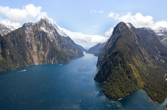 Milford Sound Cruise and Helicopter...