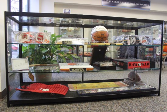 Sharon, PA: ALL SPORTS Objects - beautifully signed!! Basketball, Wrestling, Hockey,, Olympics, Golf, Nascar