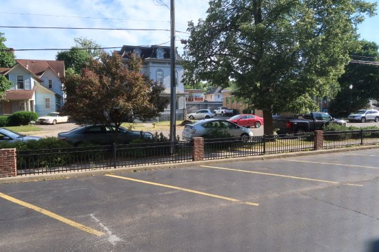 Comfort Inn Kalamazoo: rear parking lot
