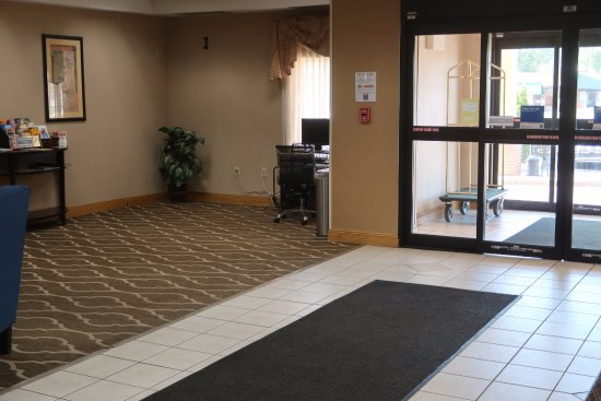 Comfort Inn Kalamazoo: Entrance
