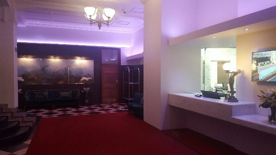 Art Deco Masonic Hotel: Lobby area reception