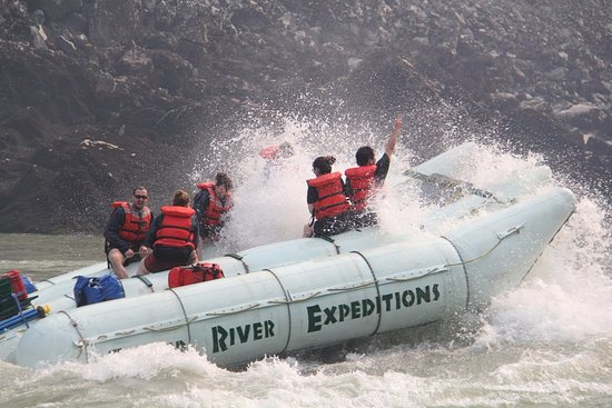 Yale, Канада: The guide will take you back up river so you can enjoy the rapids again.