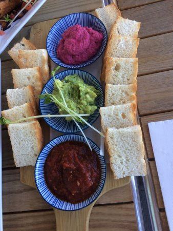 Wamberal, Australia: At least the dips seem to have been prepared fresh, but the bread was uninspired.