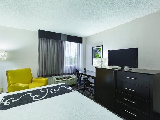 La quinta inn suites miami lakes updated 2017 prices for Media room guest bedroom