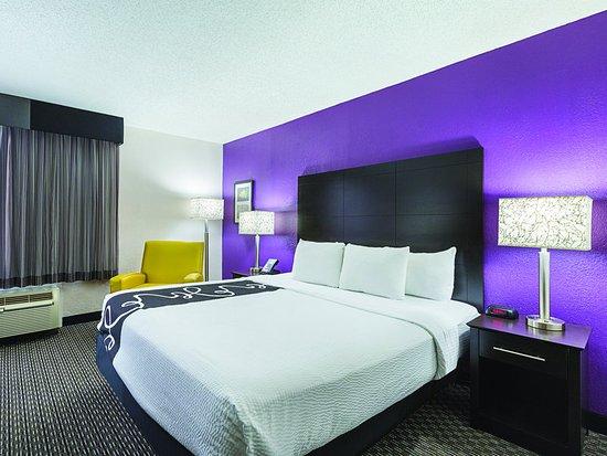 La Quinta Inn & Suites Miami Lakes: ExteriorView
