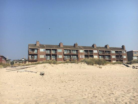 Cozy Cove Beachfront Resort Inn: photo2.jpg