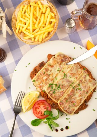 Restaurant Schnitzelhuus: Schnitzel Bombe