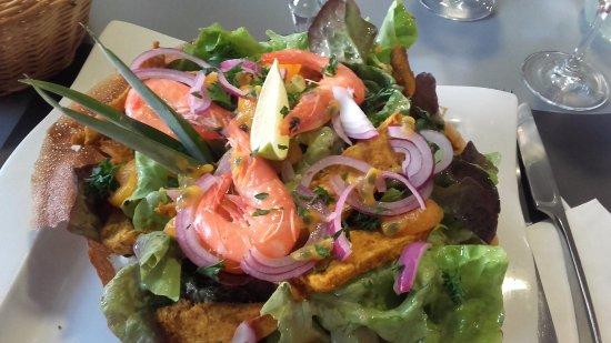 Charnay-les-Macon, França: Salade Thai ...produits frais