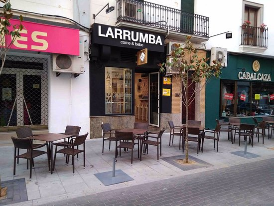 Larrumba Bar Don Benito, desayunos, comidas, raciones, cocktail, cervecería...