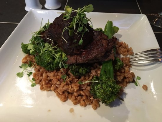 The Restaurant at the Golden Eagle Inn : Braised short ribs with farro risotto