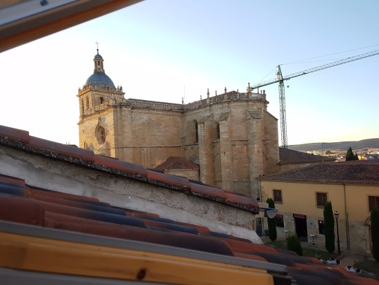Hotel Arcos: Vista de la Catedral desde habitación cuádruple.