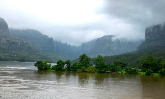 Kolad, Индия: bhiram dam view in monsoon