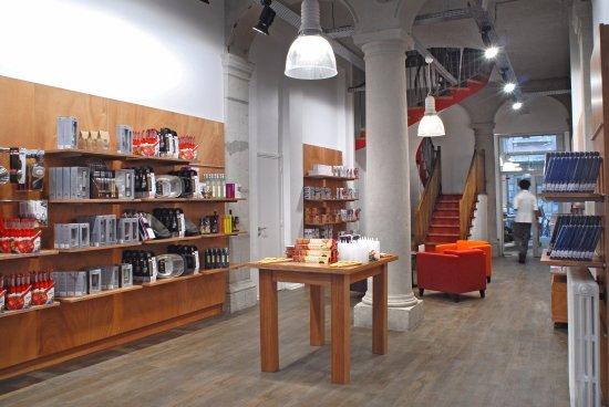 boutique picture of l 39 atelier des chefs lyon tripadvisor. Black Bedroom Furniture Sets. Home Design Ideas