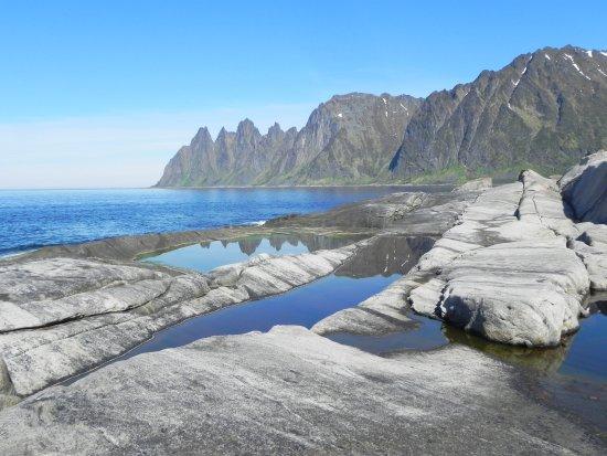 Senja, Norway: Parkeer op de parking en daal af naar dit paradijs...