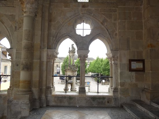 Cathédrale St-Lazare: La cathédrale Saint Lazare
