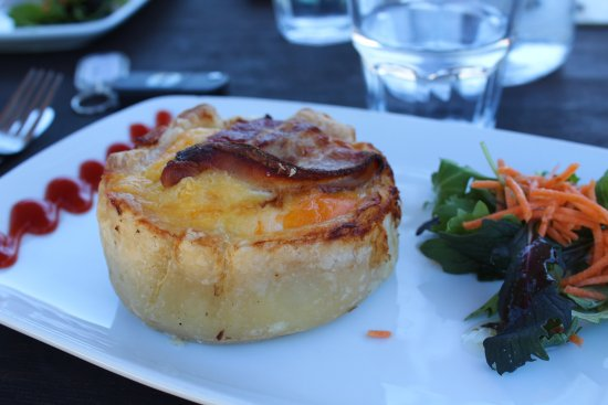 Cheviot, Neuseeland: Eggs & bacon pie
