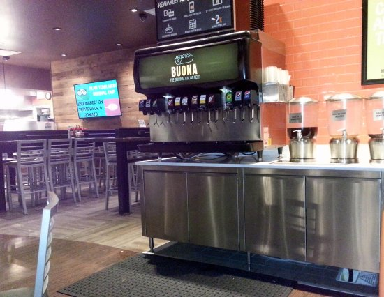 Harwood Heights, IL: fountain counter and dining area