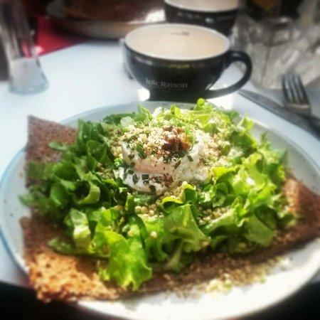 La Cancalaise: La carioca, chèvre accompagné de sa salade