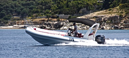 Gaios, Grekland: RIB excursions with skipper. ORIZON 7.50m. YAMAHA 200Hp 4stroke.