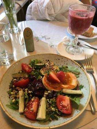 Roheline Maja Shop and Cafe: Goat cheese salad - yam