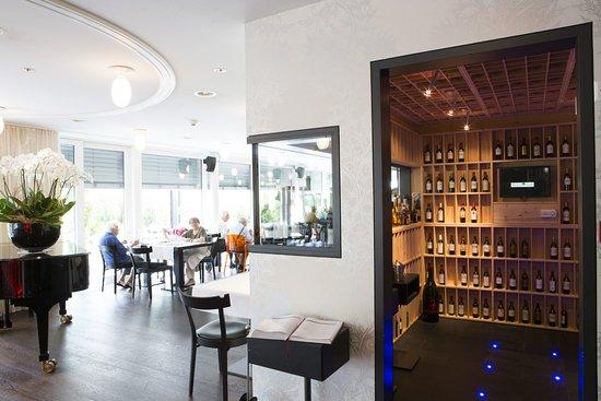 Speicher, Schweiz: Schau-Weinkeller des Restaurant Aglio e Olio