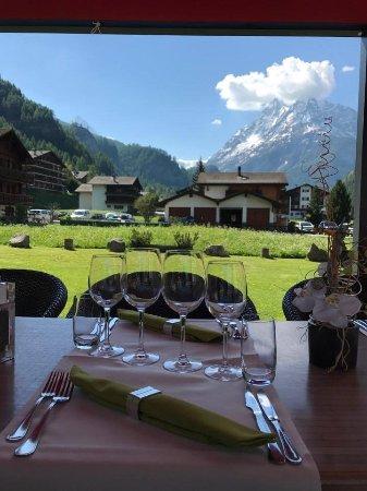Evolene, Schweiz: Mise en place été - banquet