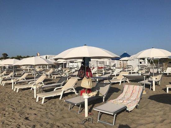 Cloe' Beach Club
