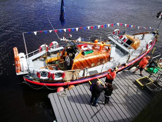 a review on lifeboat ethics the Lifeboat ethics essay examples 8 total results saving the poor in lifeboat ethics: the case against the poor by garrett hardin  a review of lifeboat ethics the .