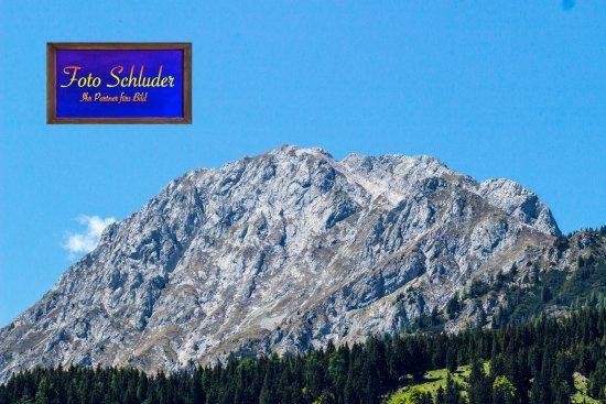 Weissbriach, Austria: Blick von der Napalalm auf das Reißkofelmassiv