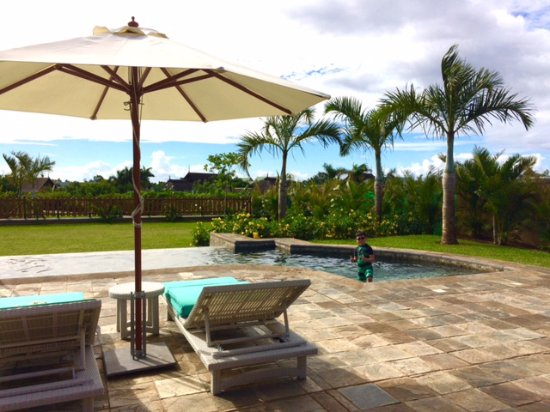 Club Med Albion Villas - Mauritius: Private overflow pool and sun loungers