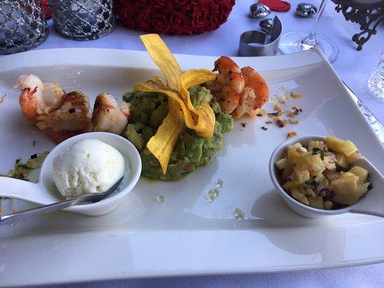 Wettingen, Schweiz: Hauptgang Crevetten mit Avocadosalat & Ananassalsa
