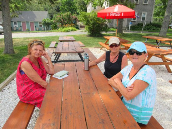 Buzzards Bay, MA: Waiting for lunch under the trees